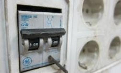 Industria baraja dejar a casi 9 millones de consumidores de luz sin opción a la tarifa regulada