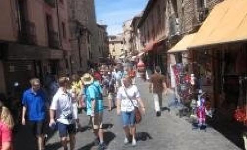 El superávit del sector turístico crece casi un 1% en el primer semestre, con más de 13.000 millones