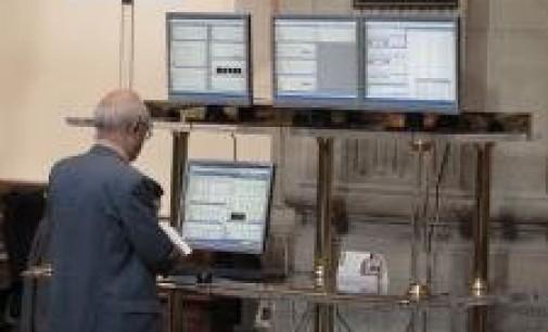 El Ibex cae un 0,4% en la apertura y pierde los 8.400 enteros, con la prima de riesgo en los 360 puntos
