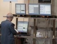 El Ibex abre plano, con la prima de riesgo en 353 puntos básicos, a la espera de la subasta del Tesoro