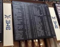 El Ibex avanza un 1,01% y coquetea con los 10.400 enteros, con la prima en 156,3 puntos