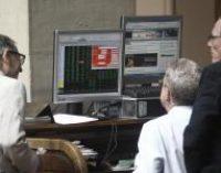 El Ibex sube un 0,32% en la apertura y la prima de riesgo baja a 151 puntos, tras elecciones europeas