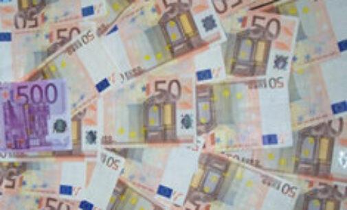 El Tesoro supera su objetivo y coloca 4.550 millones a tipos más bajos