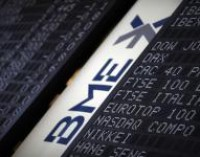El Ibex retrocede un 2,04% en la media sesión, por debajo de los 10.400 enteros, ante el temor a Grecia