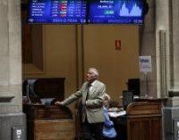 El Ibex 35 renueva sus máximos anuales tras ganar un 0,97%, a la espera de una decisión sobre Grecia
