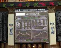 El Ibex 35 cae un 0,4% en la apertura y se aferra a los 11.000 enteros, con la prima en 102 puntos