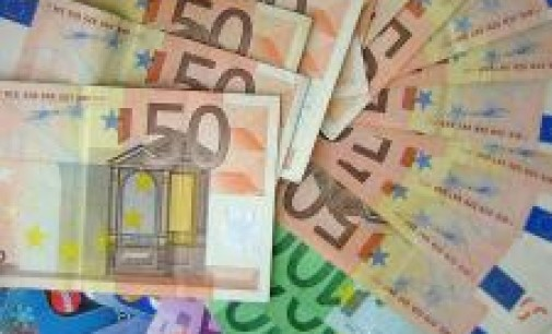 (Ampl.) El Tesoro coloca 4.722 millones en bonos y ofrece los intereses más bajos de la historia