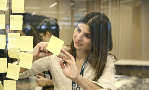 Indra exhibe el talento femenino en tecnologías en su Hack Day