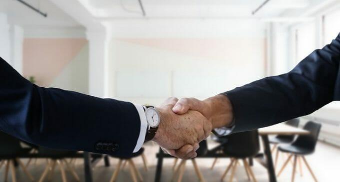 8Belts y Anxo Pérez hacen una propuesta para los desempleados y su nivel de inglés