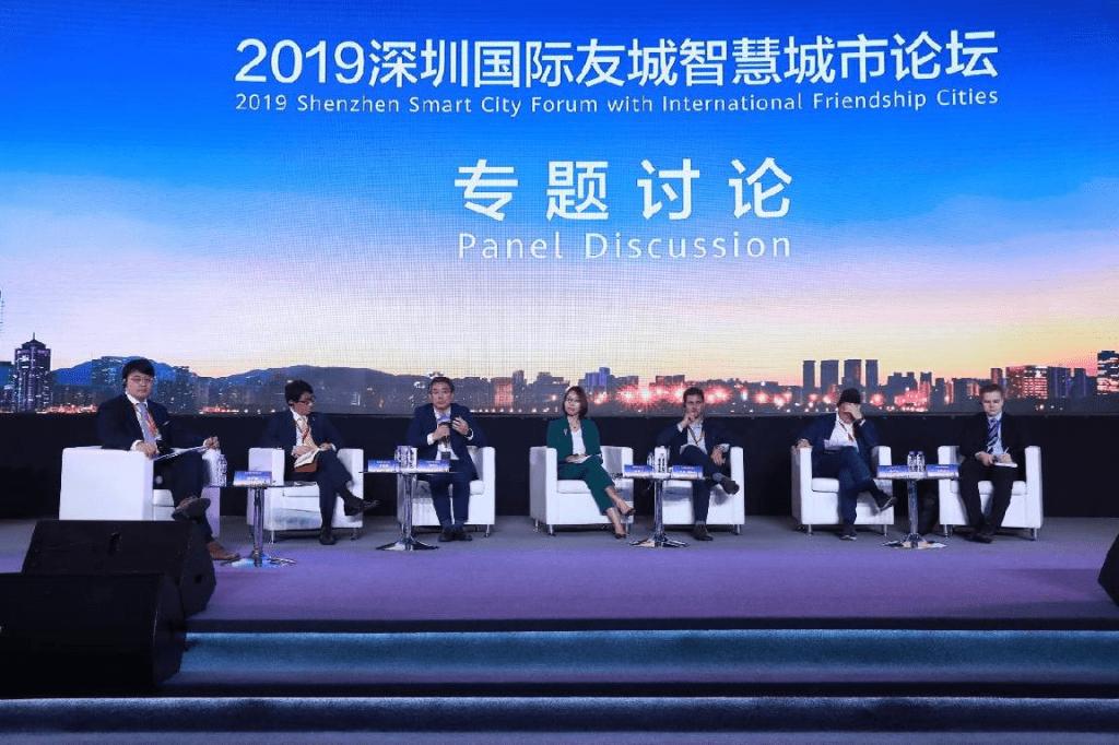 De izquierda a derecha Gao Erji, vicepresidente de Caixin Media y presidente ejecutivo de Caixin Insight.