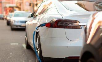 ¿Tiene un vehículo eléctrico? Encuentre los puntos de carga con estas apps…