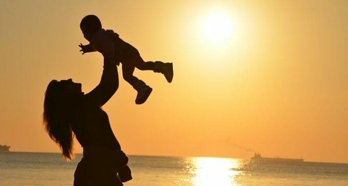 La maternidad es la principal barrera de acceso a la dirección de la mujer en España