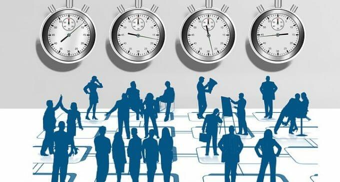 Todos a fichar, el análisis de la 'ley del fichaje' en las empresas