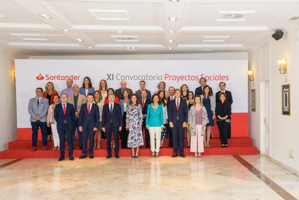 Foto de familia de los Premios a los Proyectos Sociales del Santander 2019.