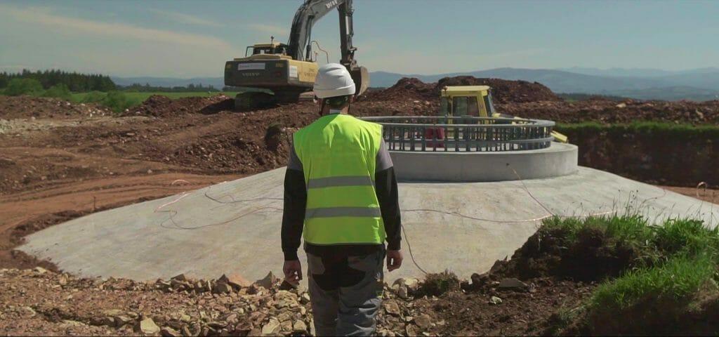 Construcción de infraestructuras de energía renovable.