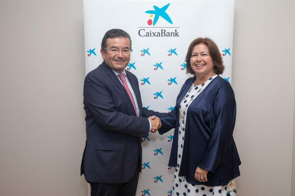 María del Carmen Pérez de Lara (Grupo Pérez Moreno) con Juan Ramón Fuertes (CaixaBank).