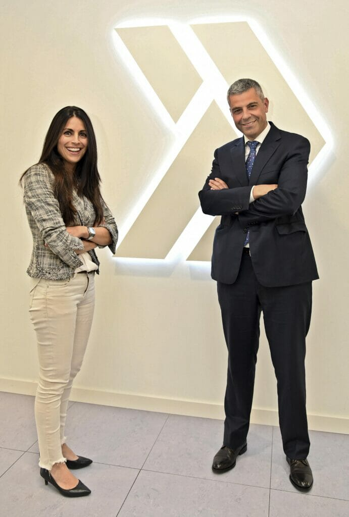 Verónica Pascual (ASTI Tech Group) con Marc Benhamou (CaixaBank).