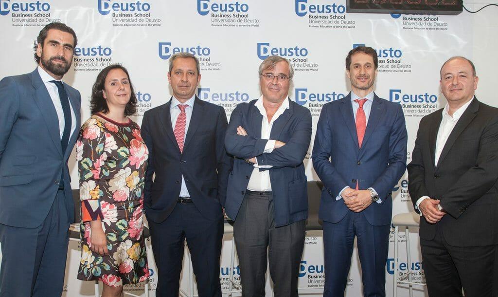 Foto de familia en la presentación del informe Carrera y talento sénior de la Fundación Compromiso y Transparencia.