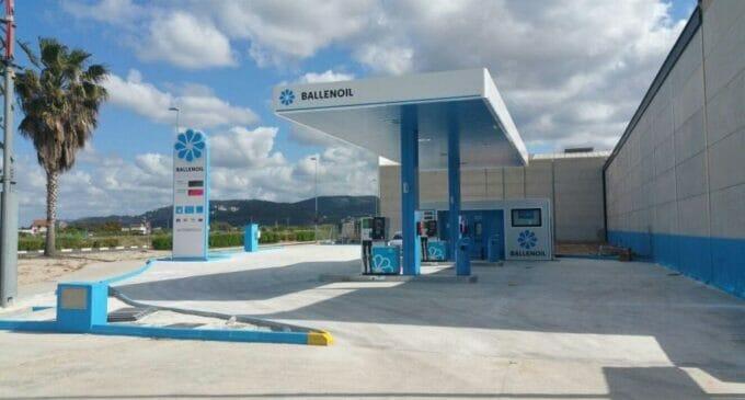 Las estaciones de Ballenoil tendrán 106 puntos de recarga para eléctricos de la mano de Endesa