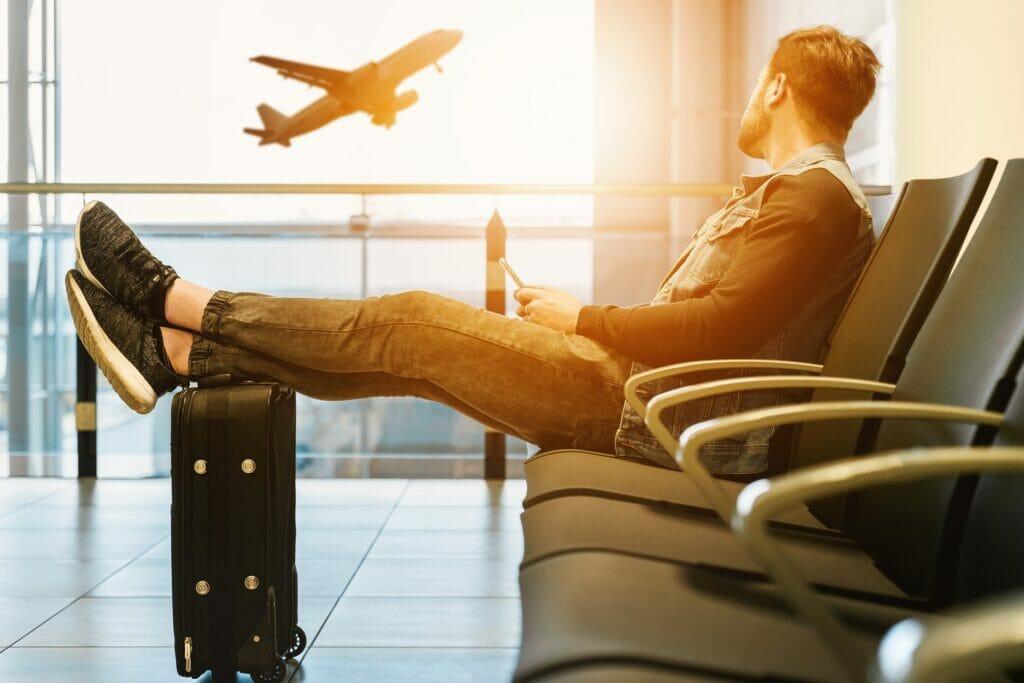 esperando en el aeropuerto.