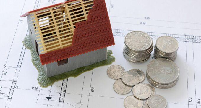 Pisos.com señala a la política y la economía como detonantes de la caída de la vivienda