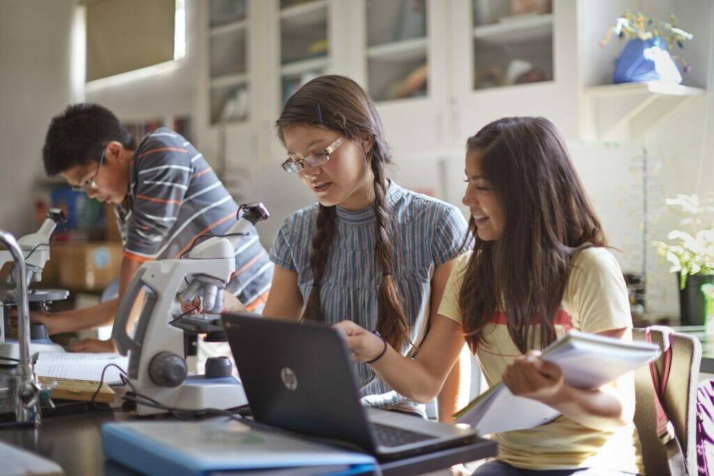 HP busca fomentar el estudio de carreras STEM.