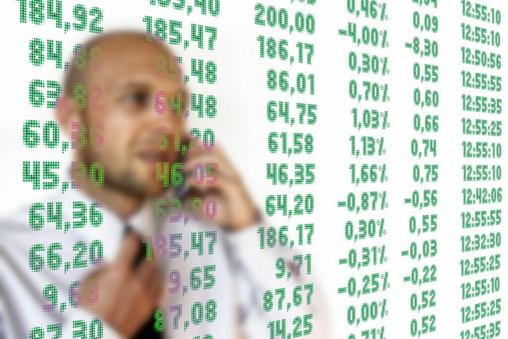 Un broker haciendo trading.