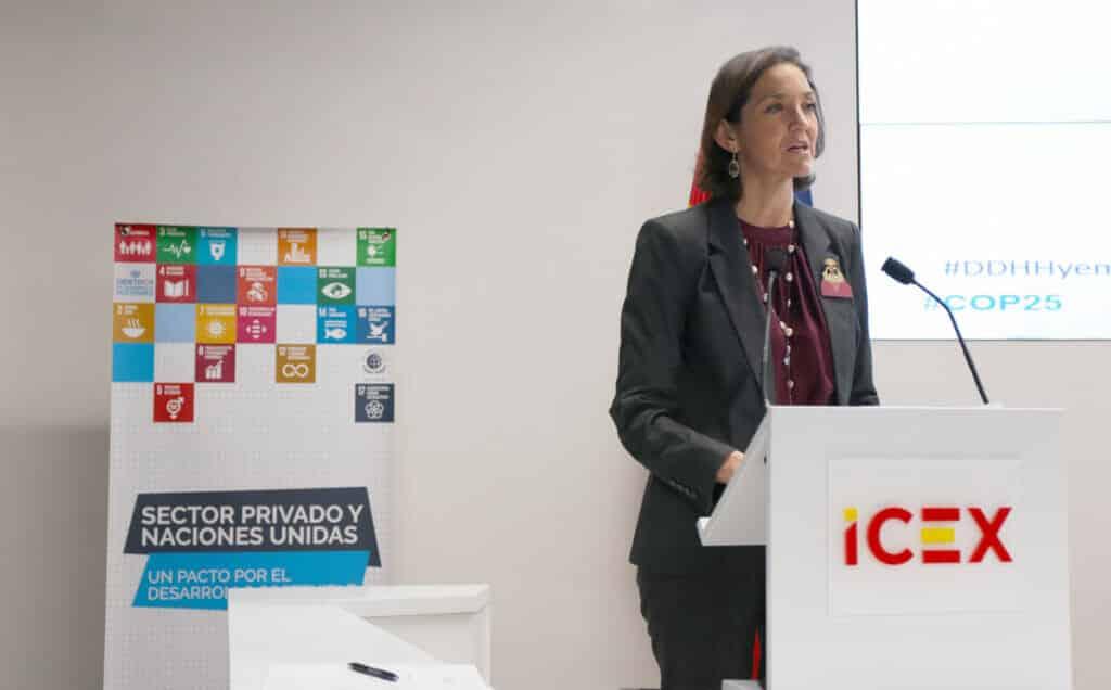 Reyes Maroto en una jornada del ICEX en la COP25