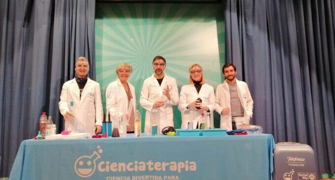 Ciencia divertida para aliviar la situación de niños hospitalizados