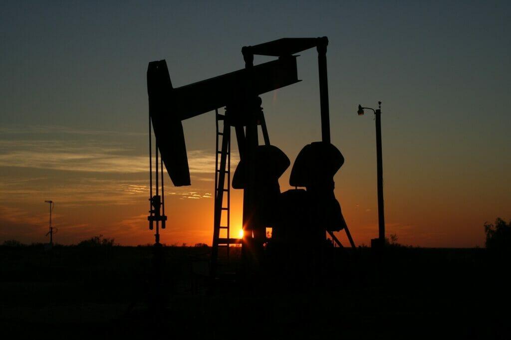 El precio del petróleo sube en el índice de incertidumbre económica de IESE.