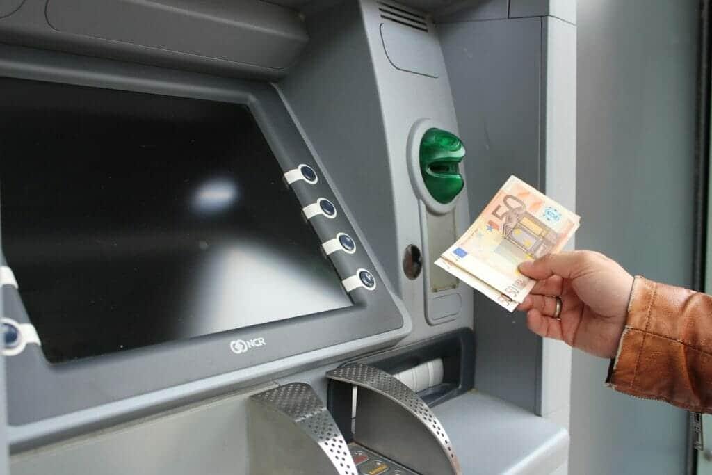comisiones por sacar dinero en el cajero