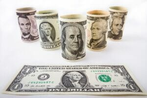 El dólar es divisa refugio en el coronavirus.
