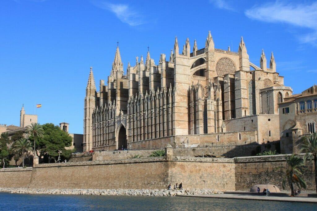 Baleares, al ser muy dependiente del turismo tardará más en recuperarse económicamente de la crisis del Covid-19.