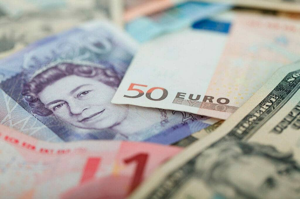 El dólar cae y el mercado es optimista con las empresas.