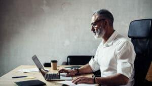 el papel de los profesionales senior en el trabajo post covid