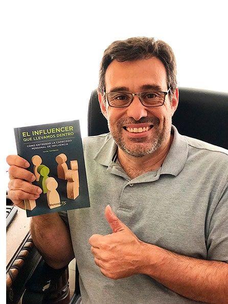 Xavier  Santigosa, autor de El influencer que llevamos dentro.
