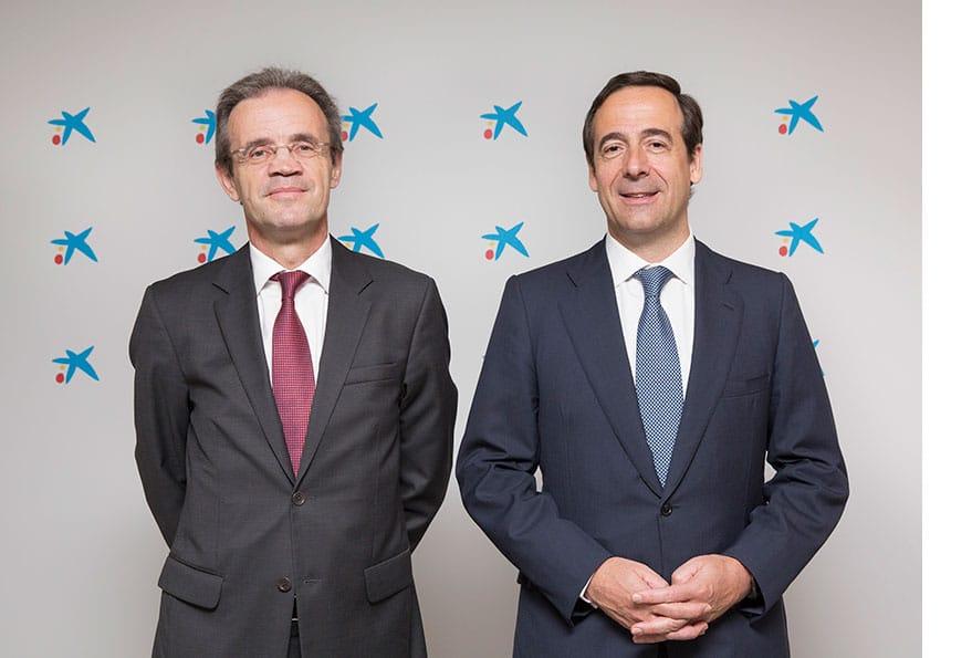 El-presidente-de-CaixaBank-Jordi-Gual-y-el-consejero-delegado-Gonzalo-Gortázar