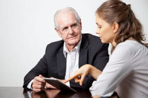 profesionales-senior-asesorando-a-Pymes